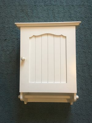"20""x14"" wall mounted vintage looking white cabinet with shelves and towel holder for Sale in Montclair, CA"