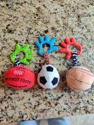 Car seat hanging toys for Sale in Chicago, IL