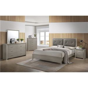 King size bedroom set 4 PCs for Sale in Apple Valley, CA
