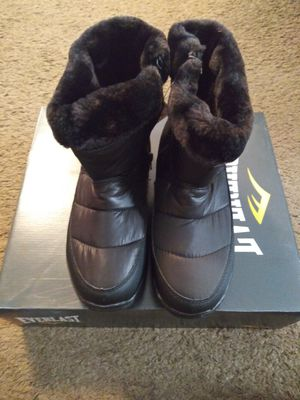Womens everlast snow boots sz 9 shipping only no pickup for Sale in Umatilla, FL