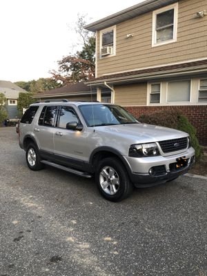 2004 FORD EXPLORER XLT for Sale in Plainview, NY