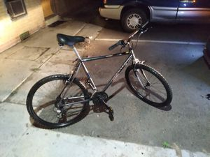 28.5 Giant mountain bike, 27 speed, shimano equipment, roc shock, front shocks, hand grip gear changers, really nice riding,road ready for Sale in Aurora, CO