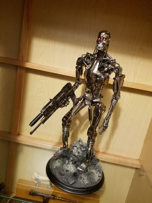 Sideshow Collectibles T2 T-800 Endoskeleton Statue for Sale in Santa Ana, CA