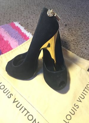 "Louis Vuitton ""OH REALLY"" open toe pump Black Suede Platform size 36 for Sale in Las Vegas, NV"