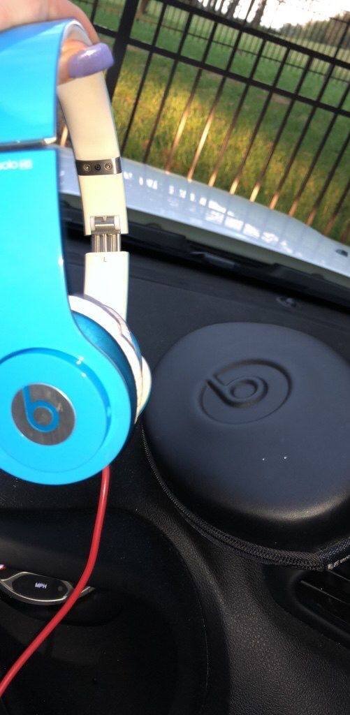 Solo beats hd headphones with case