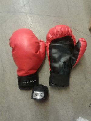 Protocol boxing gloves and everlast raps for Sale in Austin, TX