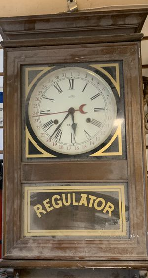 Regulator antique manual wind clock with date. for Sale in Oceanside, NY