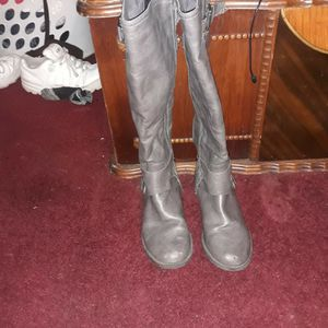 GBYGEUSS BOOTS SIZE 6.5 for Sale in Columbus, OH
