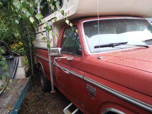 Small 2 piece fiberglass camper. for Sale in Ruston, WA