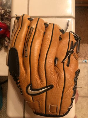 Left handed baseball glove Nike for Sale in Turlock, CA