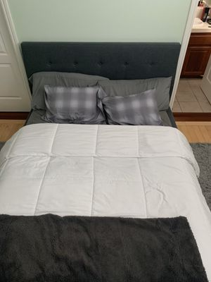 Bed frame and mattress for Sale in Hayward, CA