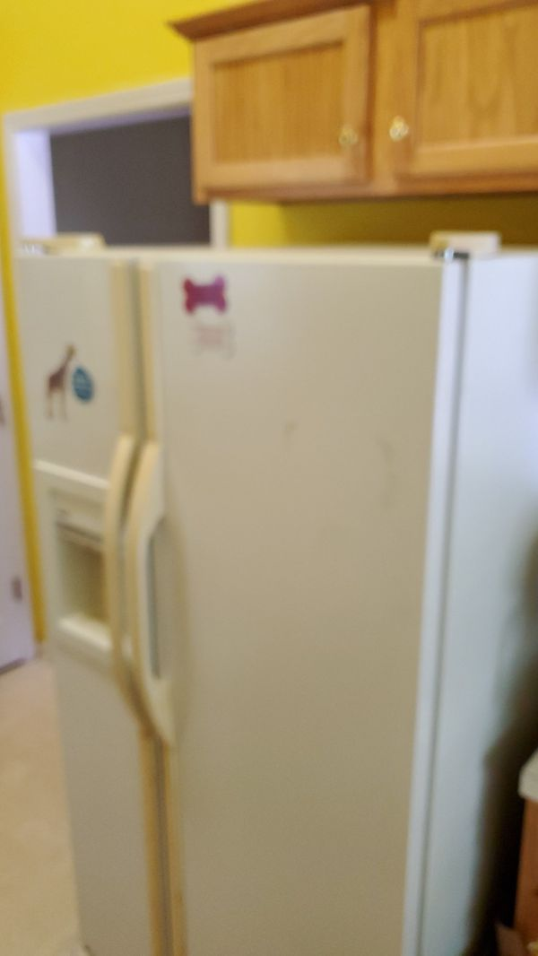 Kenmore Double Door Refrigerator - FREE / You must be able to load and pick up item.