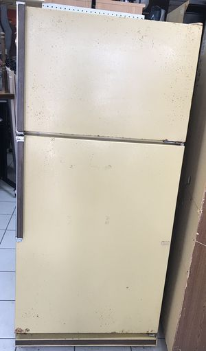 Kenmore Frostless 17.7 cu ft Refrigerator in Working Condition for Sale in Norcross, GA