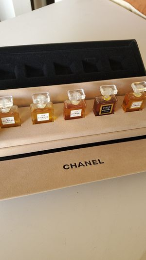 Mini CHANEL Perfume Display Long Box Style ~ New ~ Rare Find for Sale in Las Vegas, NV