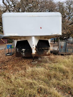 25 foot enclosed gooseneck trailer w license plate for Sale in Dallas, TX