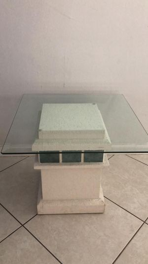 Lamp glass living room table for Sale in Fort Lauderdale, FL