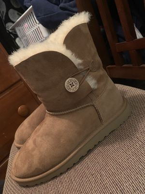 UGG- Women's Bailey Button Uggs, size 6. for Sale in Newport News, VA