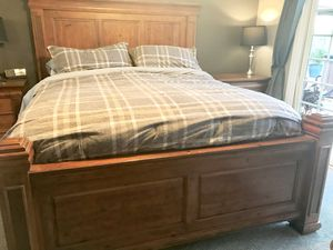 Solid wood bedroom set for Sale in Norco, CA