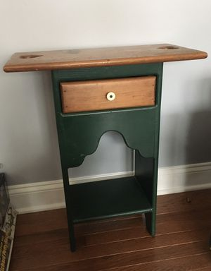 Small end table for Sale in Gainesville, VA