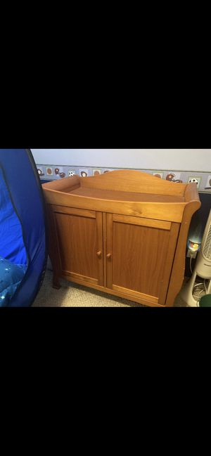 """Oak Cabinet with storage. Can be used as a Dresser or smaller TV cabinet or a changing table for a nursery. 39""""Lx36""""Hx20""""W for Sale in Kennewick, WA"""