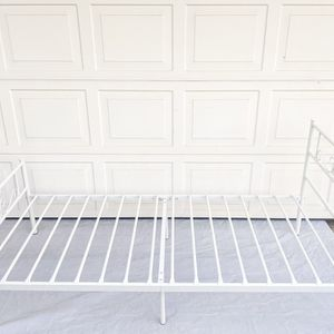 Cheerwing Platform Metal Bed Frame (TWIN) for Sale in Fresno, CA