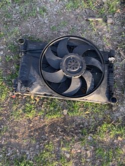 2006 Mercedes Radiator And Cooling Fan for Sale in San Antonio,  TX