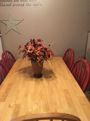 Table and chairs for Sale in Tumwater, WA