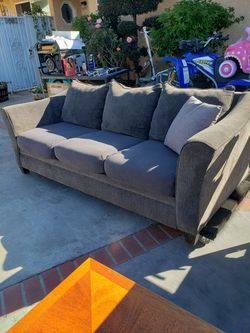 Couch With Coffee Table for Sale in Garden Grove,  CA