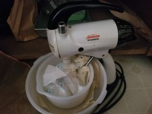 Vintage Sunbeam mixer w/ pyrex bowls for Sale in Sherwood, OR