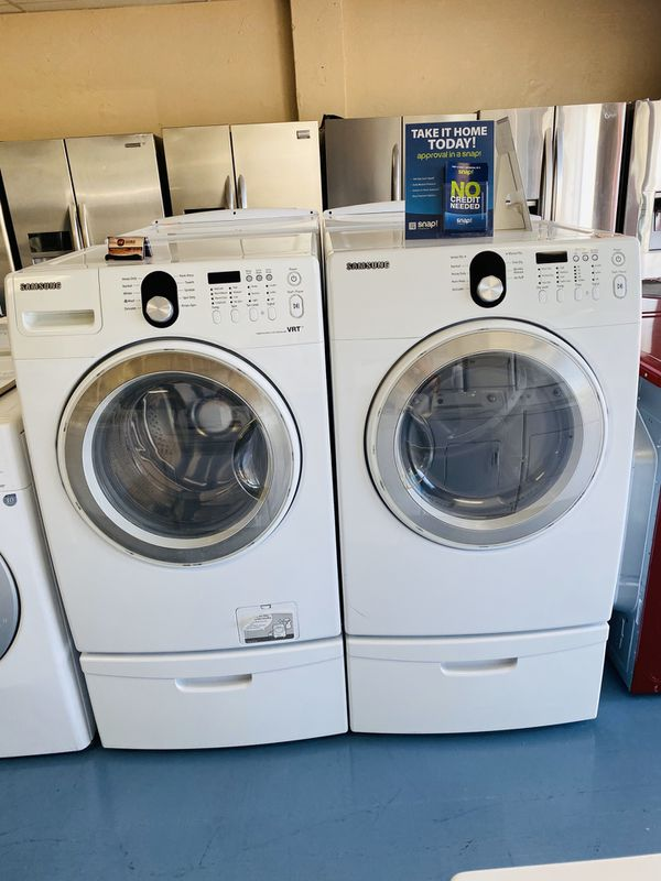 Washer And Dryer With Pedestals