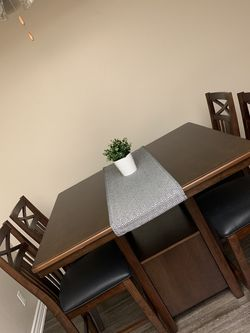 High Top Dining Room Table for Sale in Tustin,  CA