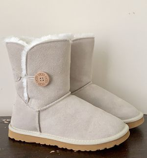 Ugg Bailey Botton Boot ll for Sale in Fort Stewart, GA