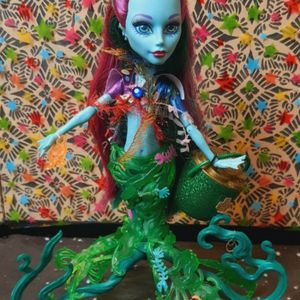 Monster High Glowsome Ghoulfish Posea Coral Mermaid Great Scarier Reef Doll for Sale in Santa Ana, CA