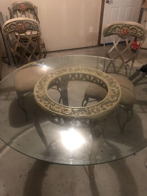 Metal table with 4 metal chairs for Sale in Mukilteo, WA