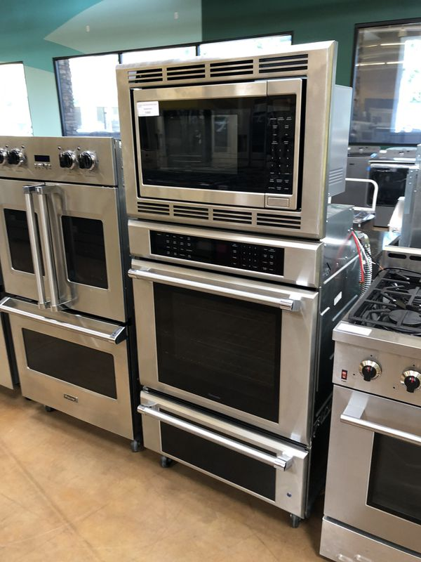 Thermador Builtin 3 in 1 Microwave, Oven, warmer Drawer
