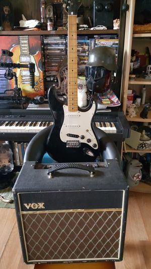 Vox pathfinder amp and Electra guitar made in japan bundle for Sale in Los Angeles, CA