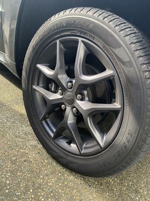 "Granite Crystal Jeep Grand Cherokee 20"" Wheels with Pirelli Scorpion Verde all season tires MINT for Sale in Puyallup, WA"