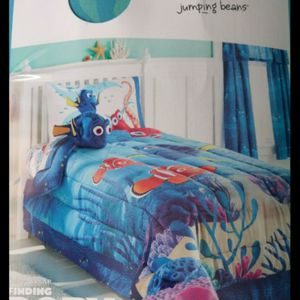 NEW Finding Dory Reversible Comforter With Sheets Size Twin for Sale in Renton, WA