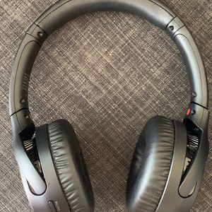 Sony - WH-XB700 Wireless On-Ear Headphones 🎧 for Sale in Houston, TX