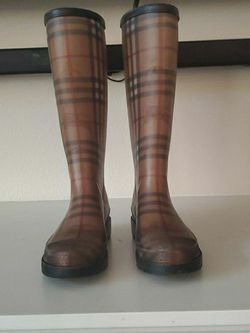 Burberry Rain Boots Size 38 for Sale in Washougal,  WA