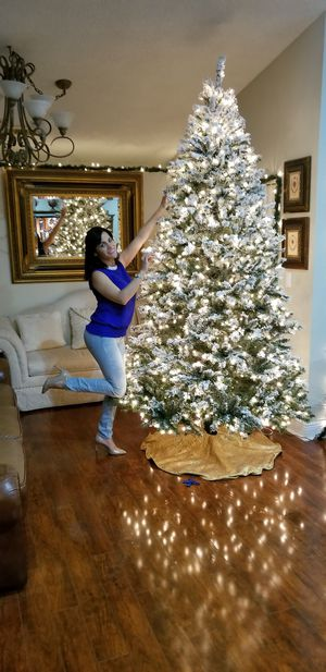 Christmass Tree 9FT Snow Flocked for Sale in Miami, FL