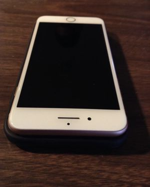 iPhone 8 Plus rose gold for Sale in MONTGOMRY VLG, MD