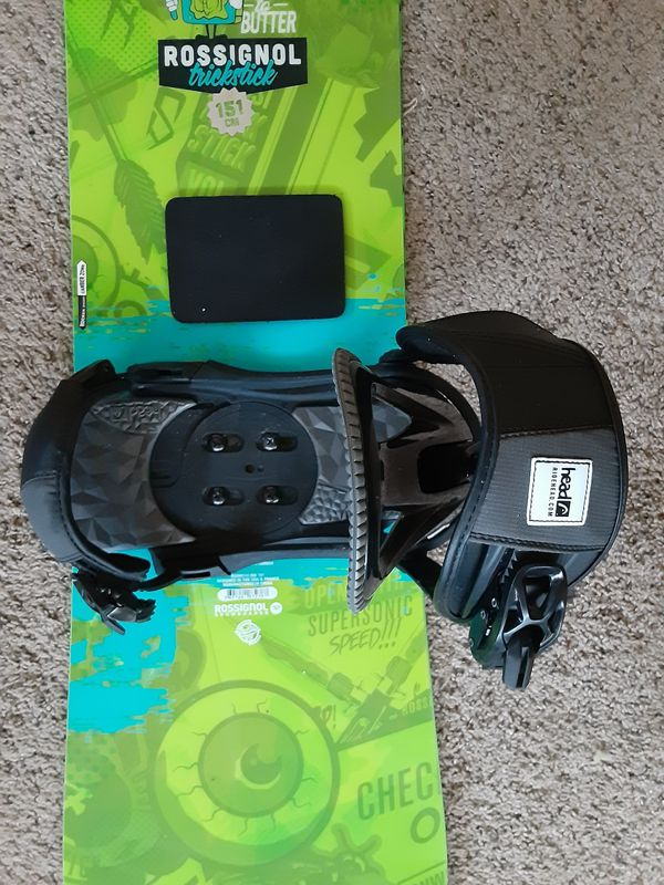 Rossignol snowboard and the Head bindings, Spy goggles, Grenade Gloves, Boardbag.