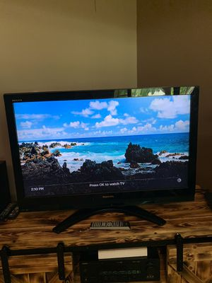 42 inch Toshiba flat screen TV w/ remote for Sale in Painesville, OH