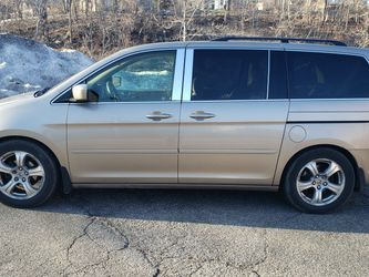 Honda Odyssey 2005 264k Runs Good Has 18s Honda Pilot Rims 2012 Sport Asking 3000 OBO OR A TRADE 4 A HONDA PILOT LMK PLEASE DONT WASTE MY TIME for Sale in Southbridge,  MA