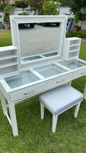Vanity desk complete set for Sale in Whittier, CA