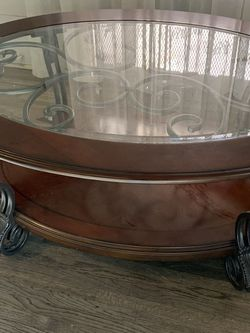 Oval Wooden / Glass Top Coffee Table for Sale in Los Angeles,  CA