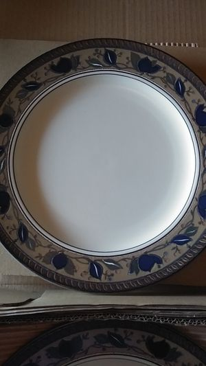 NEW MIKASA Arabella Dinner Plates for Sale in Fontana, CA