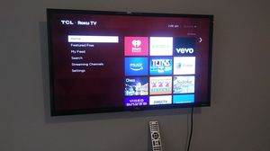 TCL roku smart tv with remote 42in for Sale in Fayetteville, AR