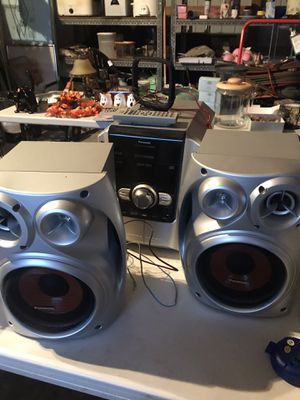 FM, 5 Change CD player and Speakers for Sale in Snohomish, WA